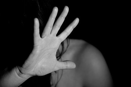 stefania de girolamo stupro la ragazza sporca