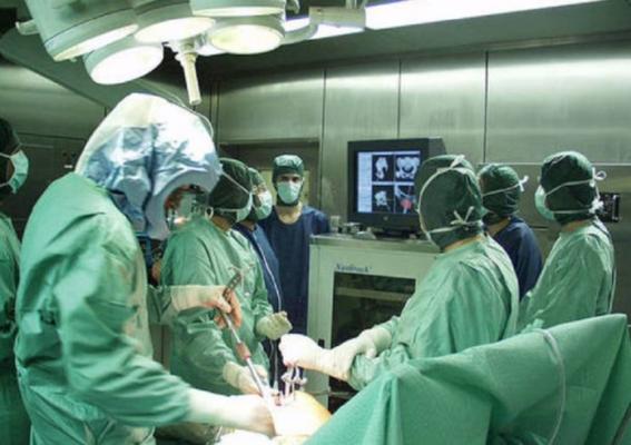 Infermieri in sala operatoria al tempo del Coronavirus.( fonte Opi Rovigo)
